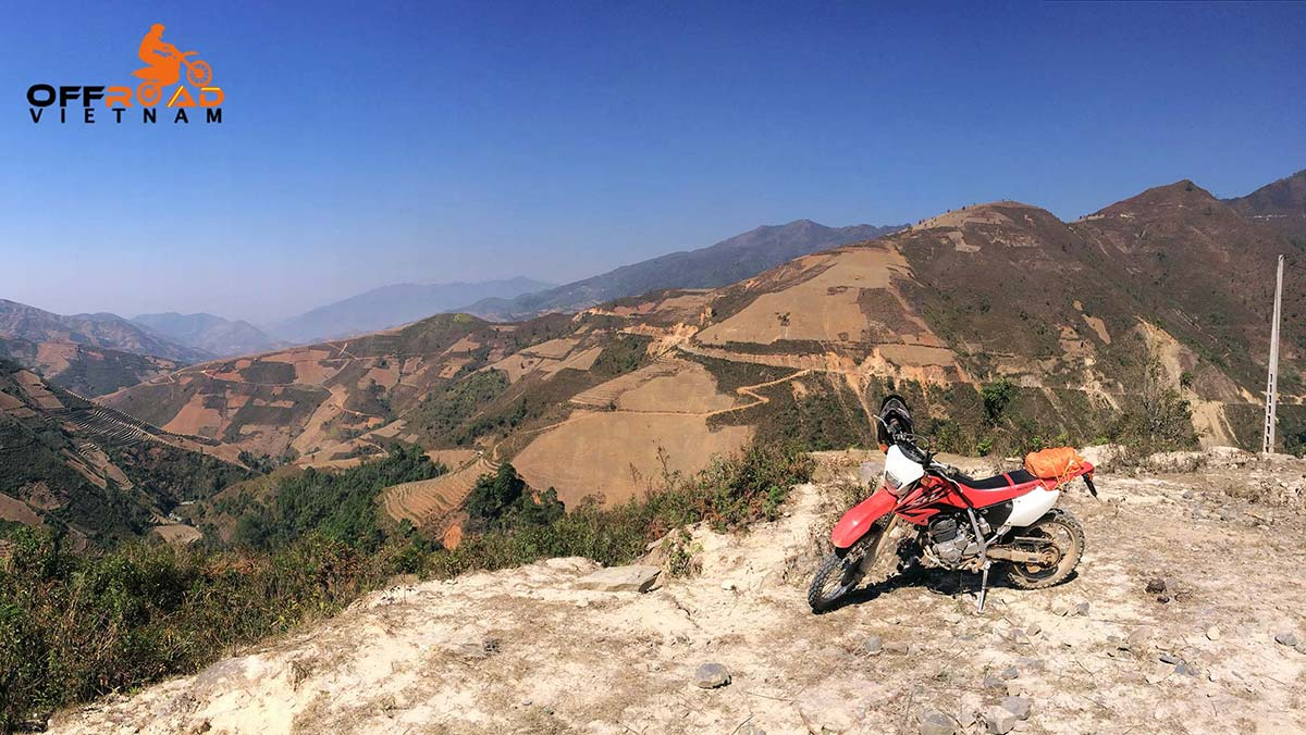5-day trip on motorbike in Vietnam on the Hoang Lien range. Vietnam motorcycle tours North Centre roof roads.