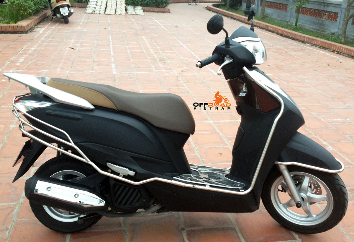 Hidden Vietnam scooters for rent in Hanoi. Honda fully-automatic Lead 125cc 2014 model