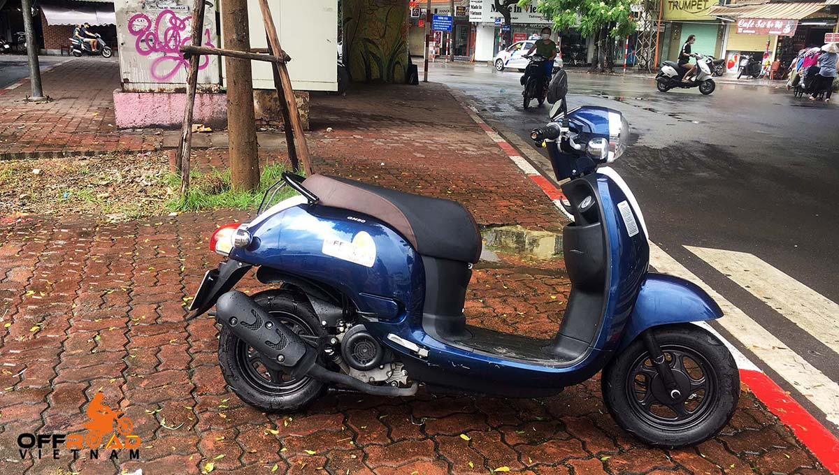 Hidden Vietnam fully-automatic scooter GN-50 50cc hire in Hanoi.