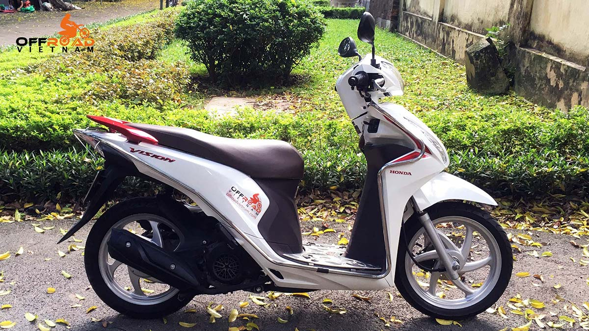 Hidden Vietnam fully-automatic scooter Vision 110cc hire in Hanoi.