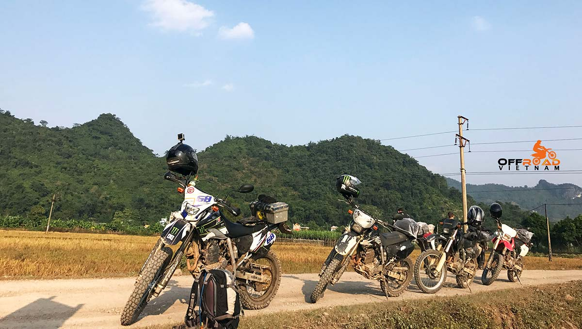Safety riding gear rental for your Vietnam motorbike tours. keep yourselves on the safe side.